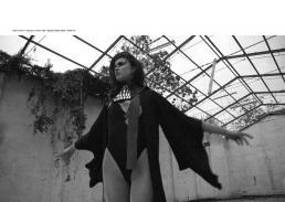 body & kimono // paola puro | neck corset // elga jazz design | tights // stylist own